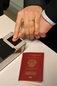 Паспорта с отпечатками пальцев