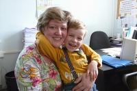 4-летний Олег со своей приемной мамой Ольгой сразу после усыновления