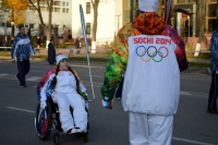 Эстафета олимпийского огня уровняла спортсменов с разными возможностями.