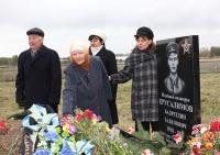 Всю жизнь Наиля Хабибуллина (в центре) искала могилу дяди.