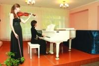 Рояль, стоимостью почти полмиллиона рублей, ветеран подарил школе искусств.