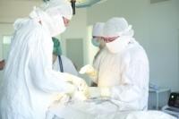 Операции на новом оборудовании проходят под общим наркозом.