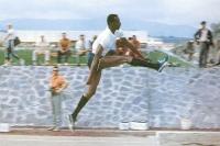 Рекордсмен мира в прыжках в длину Боб Бимон.