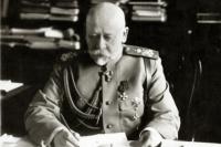Владимир Сухомлинов - военный министр.