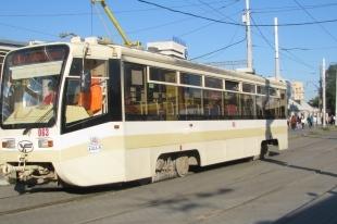 В Челябинске бабушка с внуком оказались под колесами трамвая