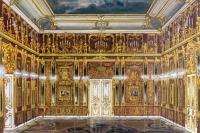 Макет Янтарной комнаты, выполненный по фотографиям довоенного времени. Репродукция.