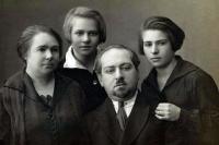 Семья Рокотянов-Бердичевских пострадала в период репрессий. Глава семьи Сергей Ильич был расстрелян