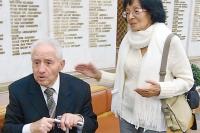 Поэт приехал в Москву вместе с женой Людмилой.