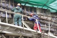 Рабочие завершают строительные работы на станции «Библиотека имени Пушкина».