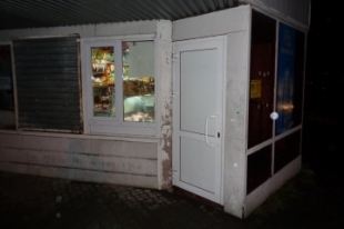 В Челябинской области неизвестный мужчина в маске ограбил магазин