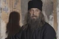 Николай Добрынин в роли архимандрита Вениамина. Многосерийный фильм «Разведчицы».