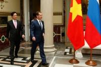 Председатель правительства РФ Дмитрий Медведев (справа) во время встречи с премьер-министром правительства Социалистической Республики Вьетнам Нгуен Тан Зунгом