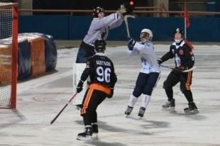 Хоккей с мячом: «Сибсельмаш» проиграл первый матч чемпионата России