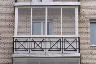 20-летний южноуралец упал с балкона многоэтажного дома