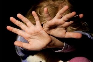 В Челябинске отчим-педофил изнасиловал 11-летную девочку
