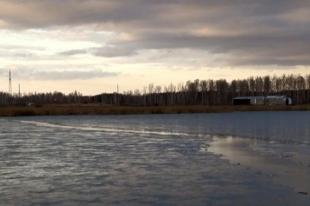 Южноуральский рыбак выпал из лодки в озеро