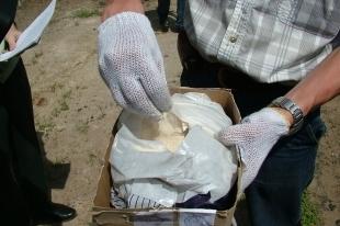 Челябинец сдал полиции наркосбытчика, который делал «закладки» в его дворе