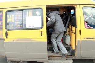 В Челябинске из-за конфликта водителей «маршруток» пострадала девушка