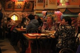 Челябинские посетители кафе избили хозяина заведения