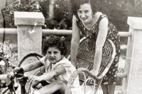 Евгения Соломоновна с приёмной дочерью.