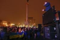 Боксер и политик Виталий Кличко во время акции протеста на Украине.