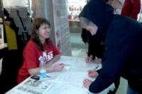 """В ТЦ """"Гостиный двор"""" собирают подписи в поддержку запрета абортов"""