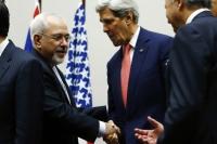 Глава МИД Ирана Мохаммед Зариф и госсекретарь США Джон Керри на переговорах в Женеве