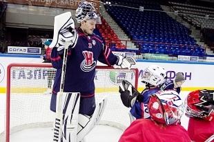 Игроки «Сибири» сыграли с детьми в хоккей