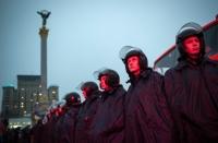 Сотрудники подразделения «Беркут» на площади Независимости во время проведения акции сторонников вступления в Евросоюз в Киеве. 22.11.2013.