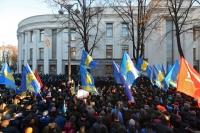 Сторонники евроинтеграции Украины у здания Верховной Рады в Киеве