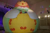 Огромную матрёшку с кукольным театром внутри житель Кормиловки изготовил своими руками.
