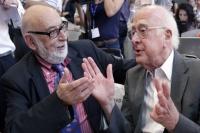 Лауреаты Нобелевской премии по физике Франсуа Энглер и Питер Хиггс.