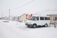Жители Азово обживаются в своих долгожданных домах.