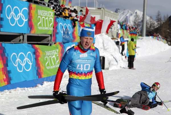 Россиянин Никита Хабаров на финише лыжной гонки на дистанцию 10 километров классическим стилем.