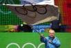 Президент Международного олимпийского комитета (МОК) Жак Рогге во время церемонии закрытия Первых зимних юношеских Олимпийских игр на площади в центре Инсбрука