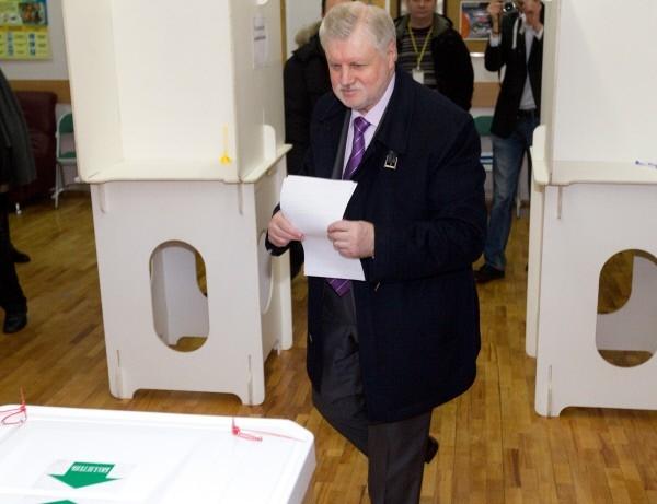 Голосование кандидата в президенты РФ Сергея Миронова