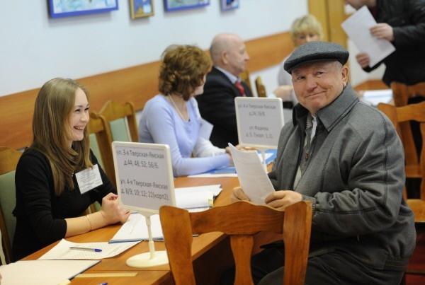Бывший мэр Москвы Юрий Лужков голосует на избирательном участке №149