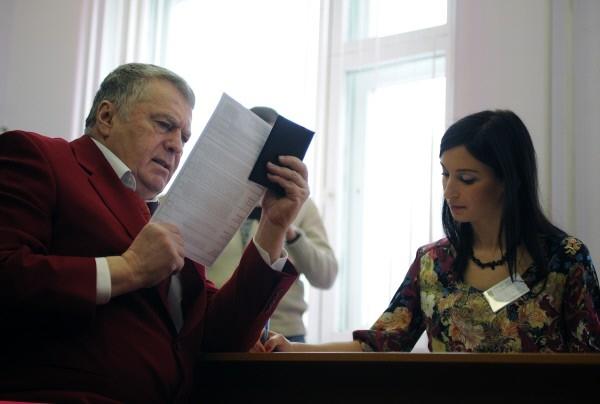 Голосование кандидата в президенты РФ Владимира Жириновского