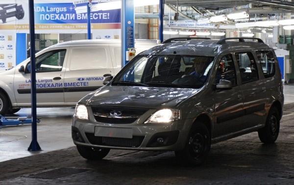 Если это решение будет закреплено на законодательном уровне, российским чиновникам придётся отказаться от «Мерседесов», «Лексусов» и «Ауди». Именно эти автомобили пользуются наибольшей популярностью в качестве «служебных», а значит закупаются на бюджетные