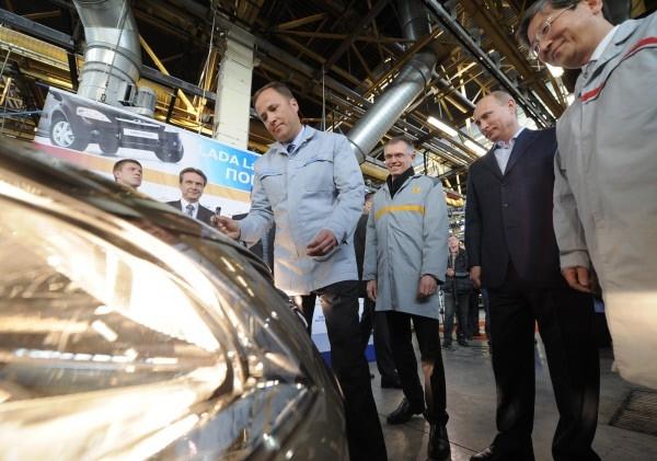 Руководство АвтоВАЗа рассчитывает привлечь покупателей низкой ценой новой Lada. низкой цены.