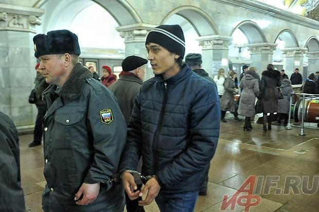 Уже несколько лет на «Комсомольской» работают только узбеки.