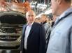 Владимира Путина заверили, что автомобиль собирается в основном из качественных импортных комплектующих.
