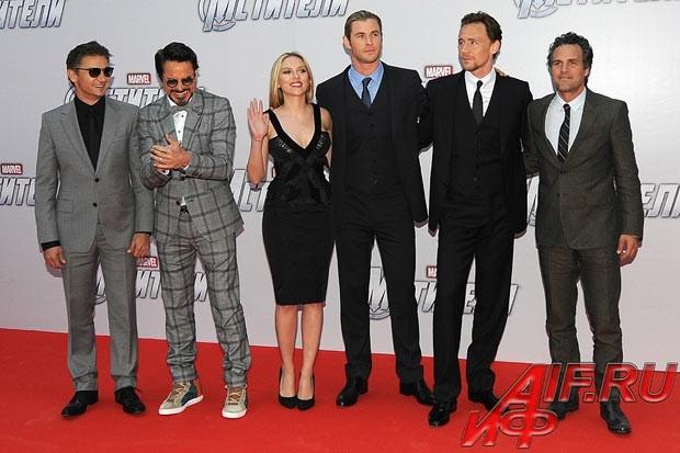 Почти вся команда супергероев из нового блокбастера «Мстители» по комиксам Marvel вчера приехала на премьеру фильма в Москву.