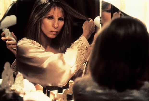 Стрейзанд получила две премии «Оскар» — в  1968 в номинации «Лучшая актриса» за фильм «Смешная девчонка» и в 1976 году — в номинации «Лучшая оригинальная песня» за композицию к картине «Рождение звезды» (в этой номинации она стала первой женщиной-композит