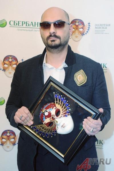 Кирилл Серебреников забрал приз в номинации «Спектакль малой формы» за «Отморозков», которых поставил со своими учениками.
