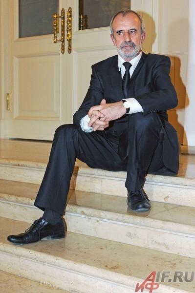 Специальную премию драматического жюри вручал председатель Римас Туминас.