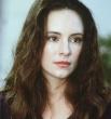 """Пятое место досталось актрисе Мэделин Стоу наиболее известной по ролям в фильмах """"Слежка"""", """"Месть"""", """"Последний из могикан"""" и """"12 обезьян""""."""