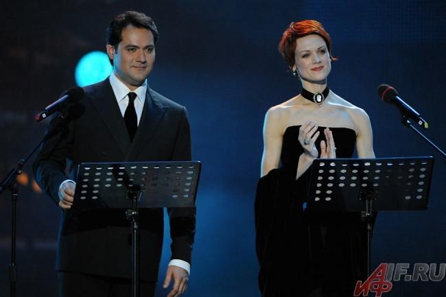 Балерина Ульяна Лопаткина и солист Мариинки Ильдар Абдразаков стали в этом году ведущими церемонии.
