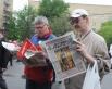 От группы организаторов акции - свежий номер «АиФ» с Георгиевской ленточкой