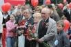 Букет красных гвоздик от сети цветочных баз Мосцветторг